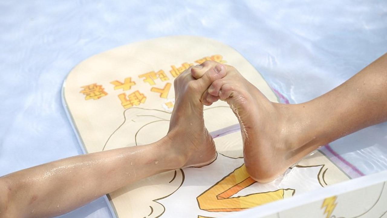 gulat kaki tiongkok
