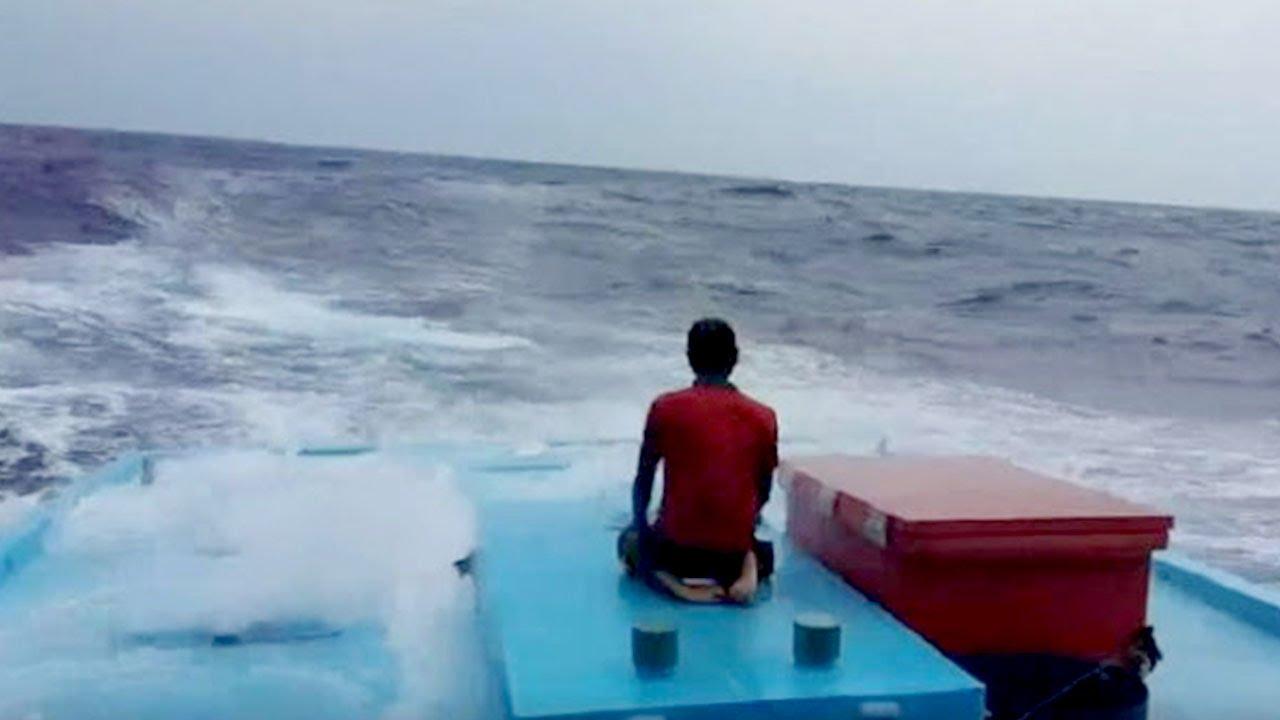 Gempa Lombok, Pria Ini Tetap Tunaikan Sholat